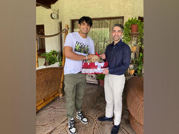 Abhinav Bindra with Neeraj Chopra (Photo: Twitter/Abhinav Bindra)