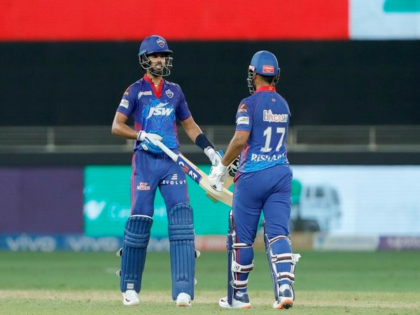 Shreyas Iyer and Risjhabh Pant in action (Photo/ IPL Twitter)