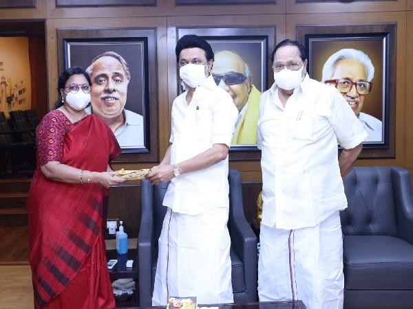 Dr Kanimozhi NVN Somu (L), Tamil Nadu Chief Minister MK Stalin (C) (Photo/Twitter)