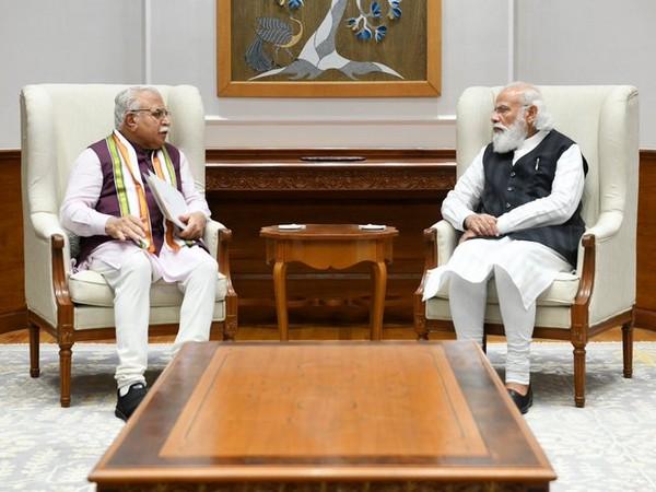 Haryana Chief Minister Manohar Lal Khattar meets Prime Minister Narendra Modi in Delhi on Thursday. [Photo/ANI]