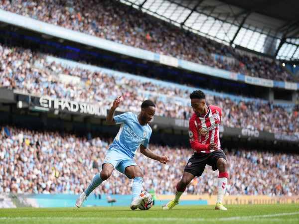 Southampton and Manchester City players in action (Photo: Twitter/Premier League)
