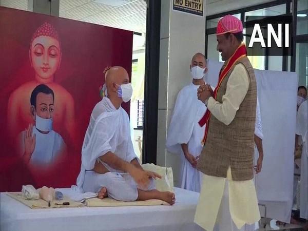 Lok Sabha Speaker Om Birla with Acharya Mahashraman in Bhilwara (Photo/ANI)