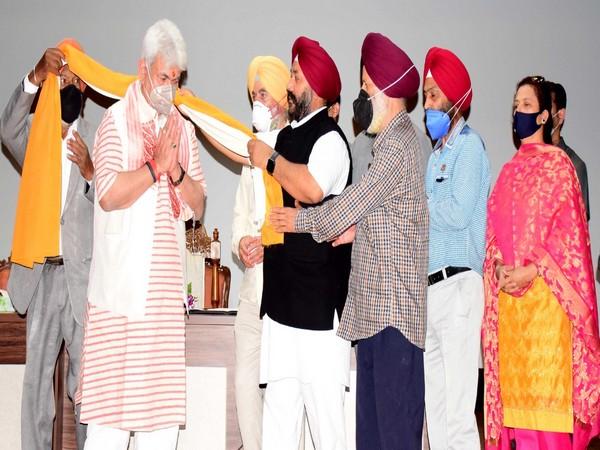 Jammu and Kashmir Lt Governor Manoj Sinha with delegation of Sikh community (Photo/Twitter)
