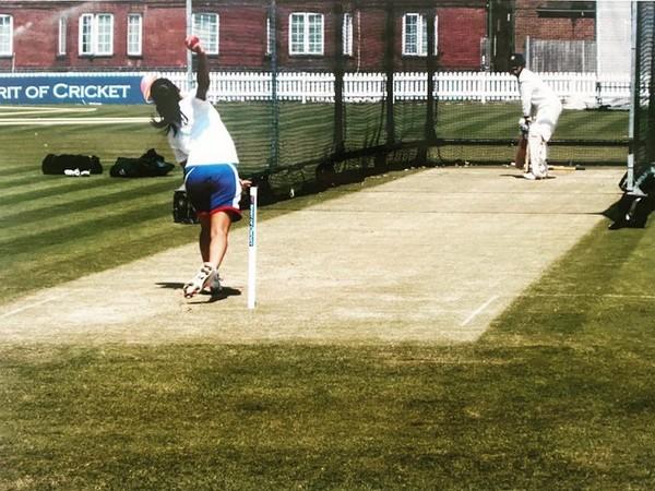 Isa Guha bowling to Sachin Tendulkar (Photo/ Isa Guha Twitter)