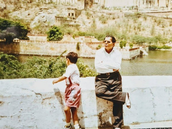 Virat Kohli with his father (Photo/ Virat Kohli Twitter)