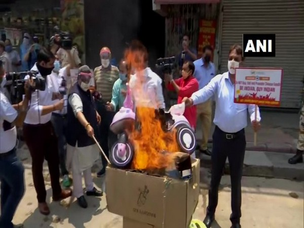 Members of the Confederation of All India Traders held anti-China protests in Delhi on Monday. (Photo/ANI)