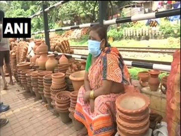 Earthen pot makers in Guwahati struggle to meet financial expenses amid COVID-19 crisis (Photo/ANI)