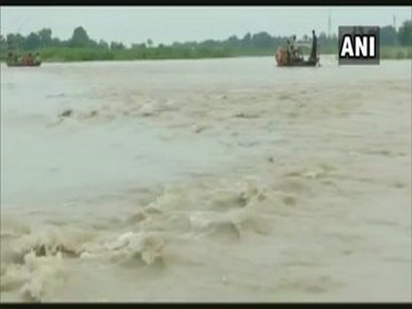 Floodwaters from the Kamala River in Bihar flooded nearby villages.