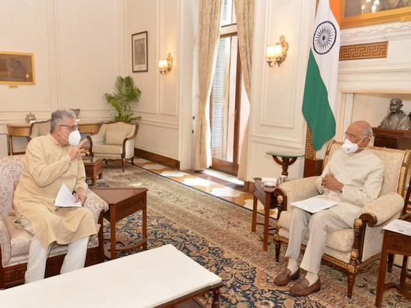 President Ram Nath Kovind and TMC Leader Derek O'Brien. [Twitter/President of India]