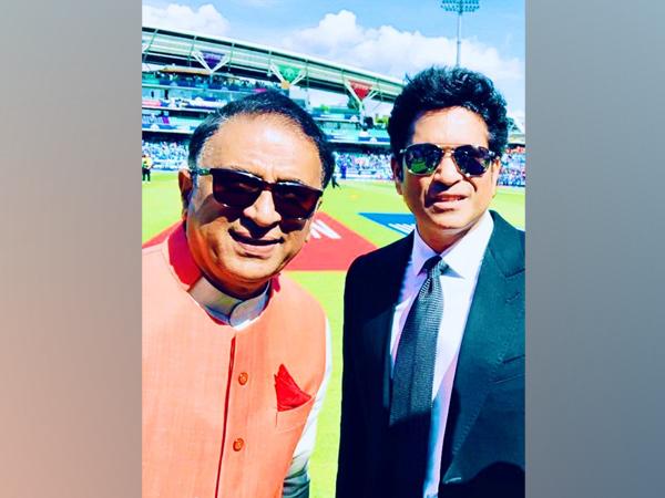 Sunil Gavaskar with Sachin Tendulkar (Photo/ Sachin Tendulkar Twitter)