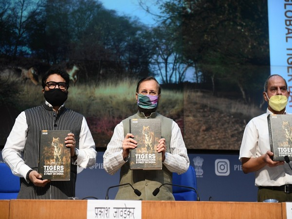 Environment Minister Prakash Javadekar and MoS Babul Supriyo release report of Tiger Census and a poster on Small Wild Cats of India on eve of Global Tiger Day. [Photo/ANI]
