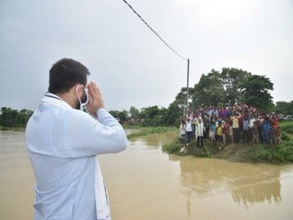 Tejashwi Yadav visits flood affected area in Bihar. [Photo/Twitter]