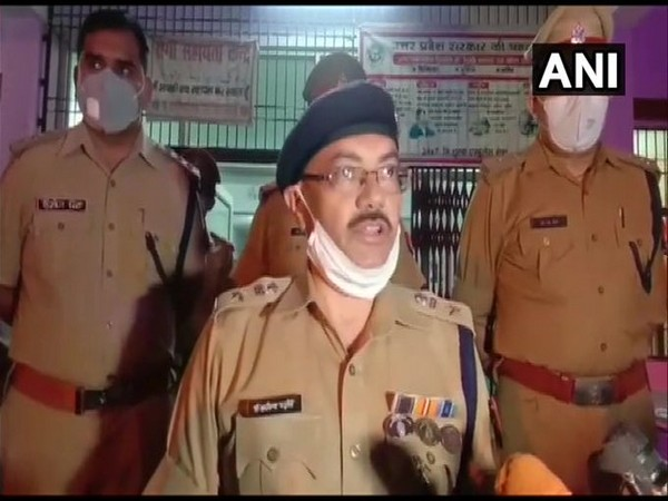 Dr Arvind Chaturvedi, SP Barabanki speaks to media about the encounter of criminal Tinku Kapala. [Photo/ANI]