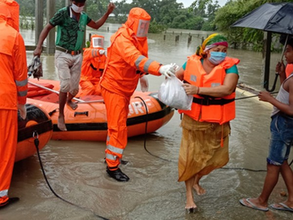 1st Battalion of NDRF evacuated villagers from flood-affected Gaurang Char village in Kokrajhar (Photo/NDRF)