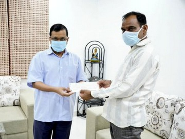 Delhi Chief Minister Arvind Kejriwal handed over a cheque od Rs 1 crore to late Dr. Joginder Chaudhary's family (Photo/ANI)
