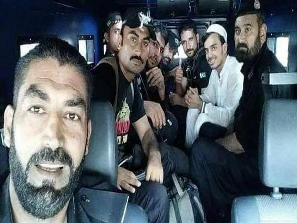 Image of Peshawar elite police squad with Khalid (Photo/Twitter/Gulalai Ismail)