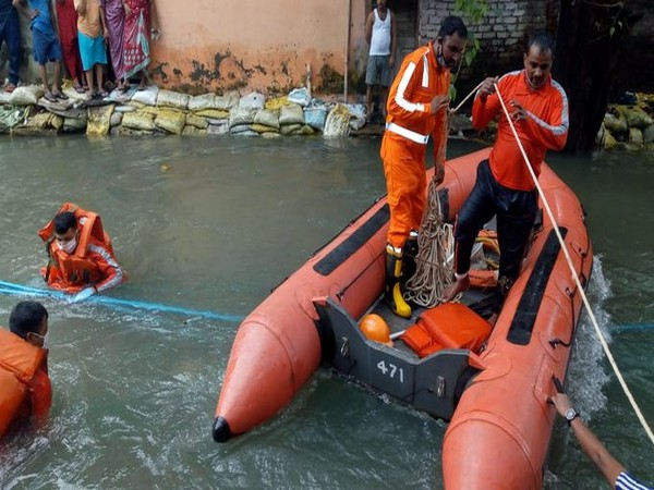 NDRF search operation being carried out in the sewage channel in Dhobighat area of Santa Cruz, Mumbai