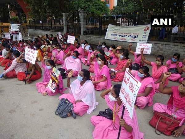 Protesting ASHA workers in Bengaluru [Photo/ANI]