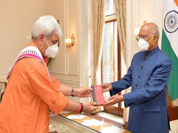 Shri Manoj Sinha, Lieutenant Governor of Jammu and Kashmir, called on President Kovind at Rashtrapati Bhavan (Source: Twitter)