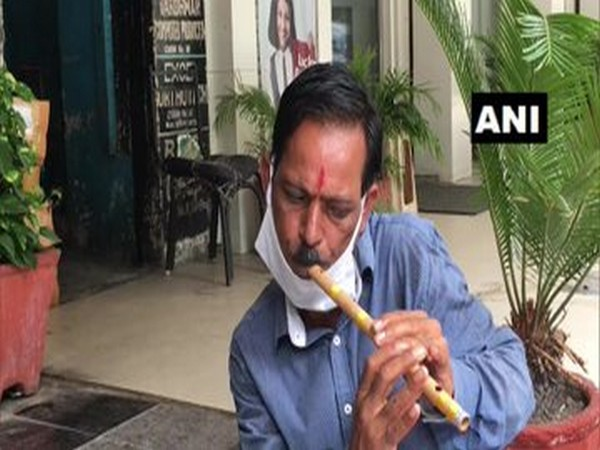 Kanchan, a flute player and a seller, speaks to ANI in Chandigarh [Photo/ANI]