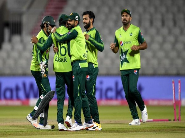 Pakistan celebrate after winning against England in third T20I (Photo/ ICC Twitter)