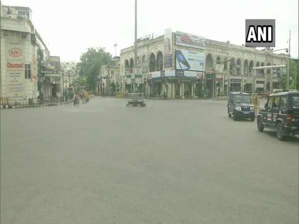 The streets of Hazratganj area in Lucknow wore a deserted look amid the weekly lockdown. (Photo/ANI)