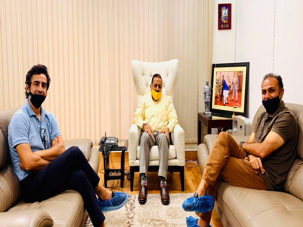 Virender Sehwag (right), Jitendra Singh (middle) and Mithun Manhas (left) (Photo/ Jitendra Singh Twitter)