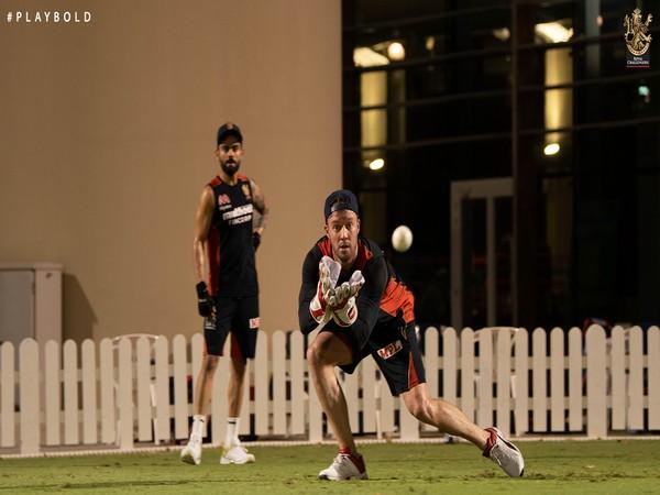 AB de Villiers trains with Virat Kohli (RCB twitter)