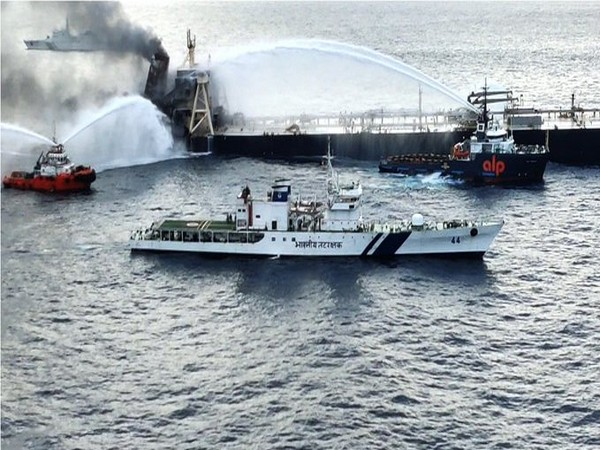 Indian Coast Guard helping Sri Lankan to douse the fire onboard oil tanker MT New Diamond. (Photo credit: ICG twitter)