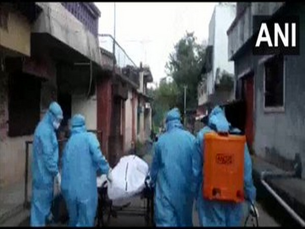 The body of a youth, who died of COVID-19 at his home, was carried on a handcart on Pune (Photo/ANI)