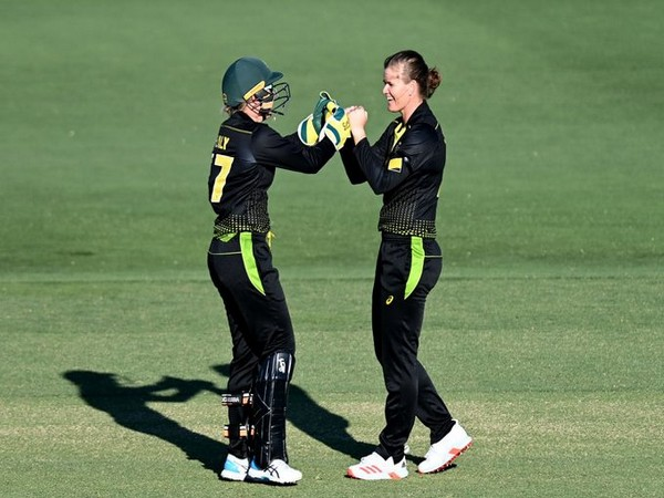 Australia's Jess Jonassen and keeper Alyssa Healy celebrate a fall of wicket against New Zealand (Photo/ ICC Twitter)