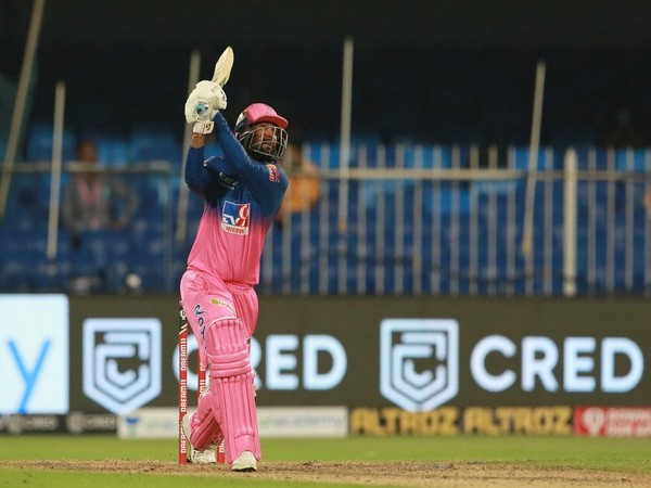 All-rounder Rahul Tewatia in action during Sunday's RR vs KXIP match (Picture courtesy: RR Twitter)
