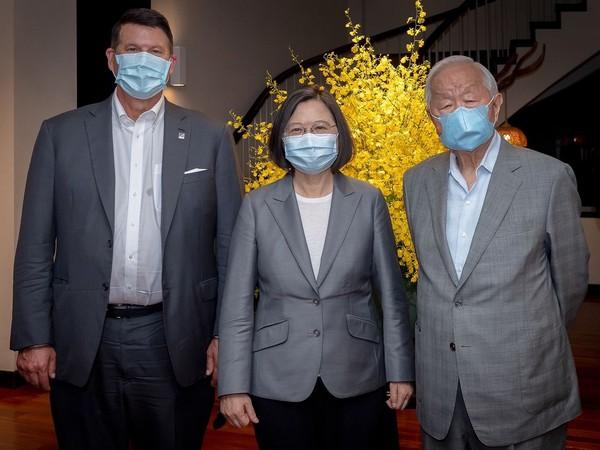 Taiwan President Tsai Ing-wen with Keith Krach, US Undersecretary for Economic Affairs. (Photo credit: President Tsai Ing-wen Twitter)