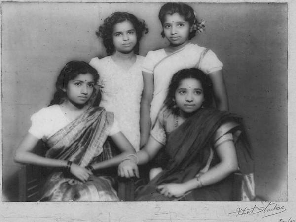 Childhood picture of Lata Mangeshkar, Asha Bhosle, Meena Khadikar and Usha Mangeshkar ( Image Source: Twitter)
