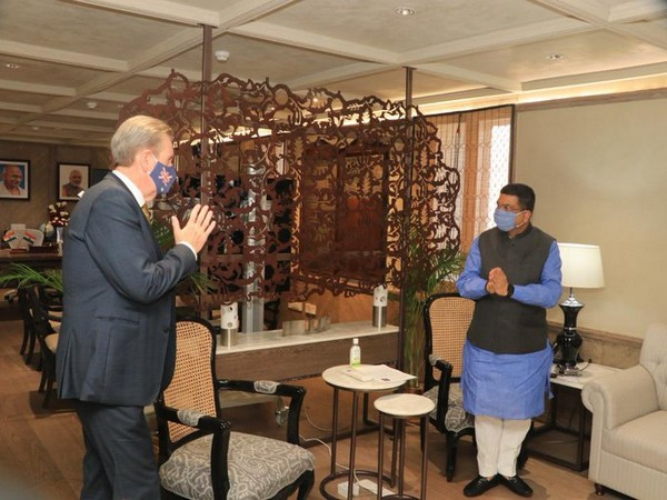Union Minister for Petroleum and Natural Gas and Steel Dharmendra Pradhan met Australian High Commissioner Barry O'Farrell on Wednesday. (Photo credit: Ministry of Petroleum and Natural Gas Twitter)