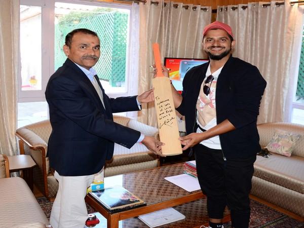 Suresh Raina with Nitishwar Kumar (Photo/ DIPR-J&K Twitter)
