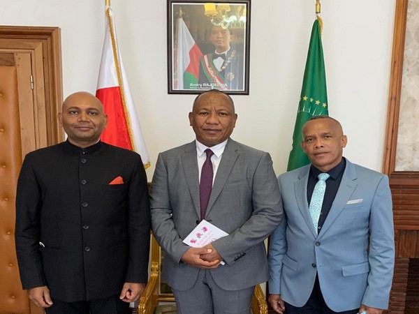 Indian Ambassador to Madagascar Abhay Kumar with Prime Minister of Madagascar Christian Ntsay and Defence Minister of Madagascar. (Photo Credit: India in Madagascar and Comoros Twitter)