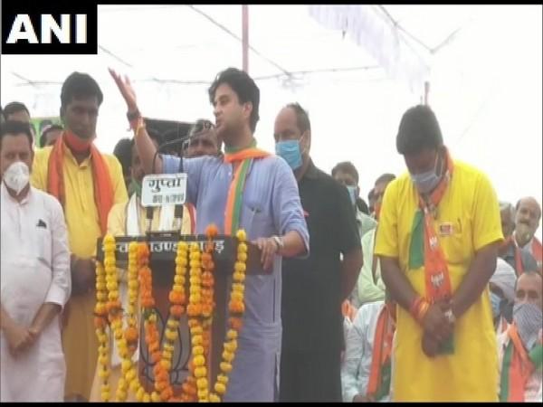 Bharatiya Janata Party leader Jyotiraditya Scindia speaking at a rally in MP's Agar Malwa. (Photo/ANI)