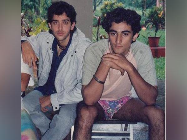 Hrithik Roshan, Kunal Kapoor (Image courtesy: Twitter)