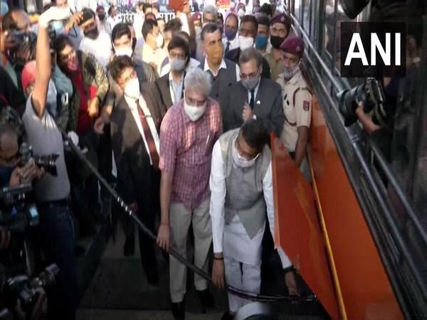 Dharmendra Pradhan launching trial run of Delhi's buses on Hydrogen-blended CNG (Photo/ANI)