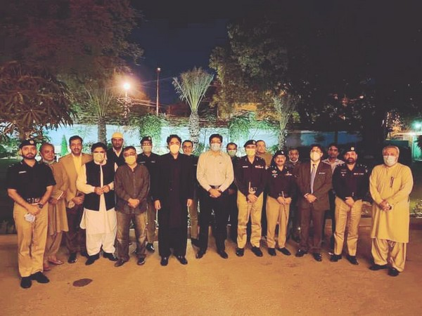 PPP's Bilawal Bhutto Zardari, accompanied by Sindh Chief Minister Syed Murad Ali Shah, visited the residence of the IGP Sindh Mushtaq Mehr (Picture: Bilawal Bhutto Zardari Twitter)