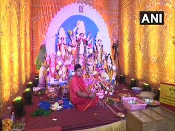 Durga pandal set up by Bengal Club at Shivaji Park in Mumbai. Photo/ANI