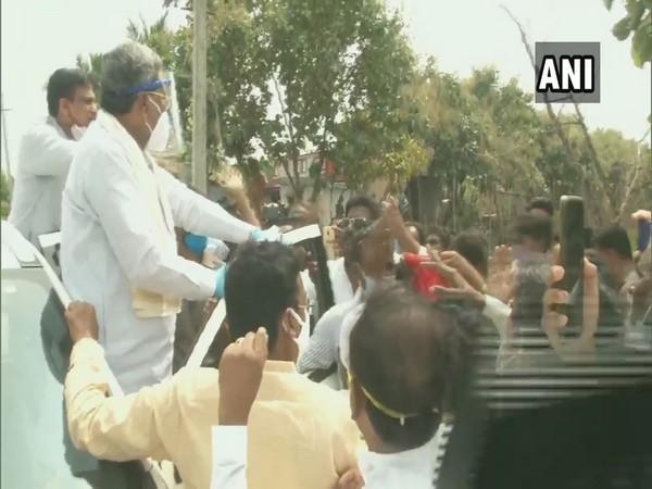 Former Karnataka Chief Minister Siddaramaiah on visit to flood-affected villages in Kalaburagi district (Photo/ANI)
