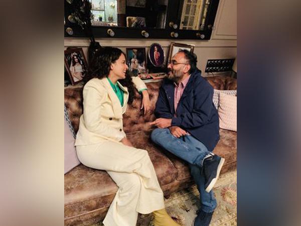 Actor Kangana Ranaut with director Sarvesh Mewara. (Image Source: Twitter)