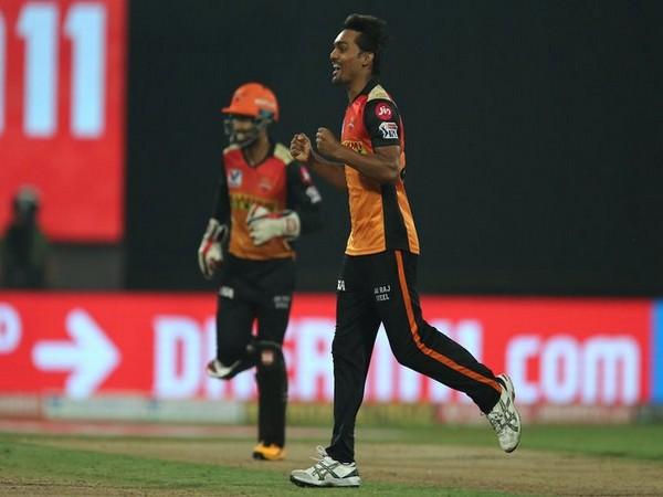 SRH's Sandeep Sharma in action against RCB (Photo/ IPL Twitter)