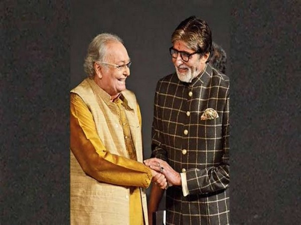 Megastar Amitabh Bachchan with late legendary actor Soumitra Chatterjee (Image Source: Twitter)