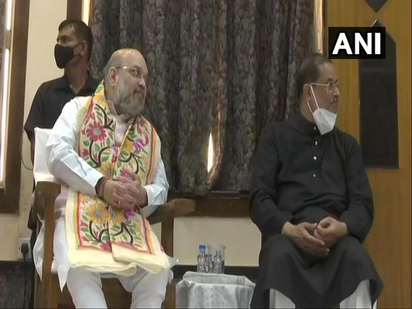 Union Home Minister Amit Shah (left) met Padma awardee Pandit Ajoy Chakrabarty (right) in Kolkata on Friday. [Photo/ANI]
