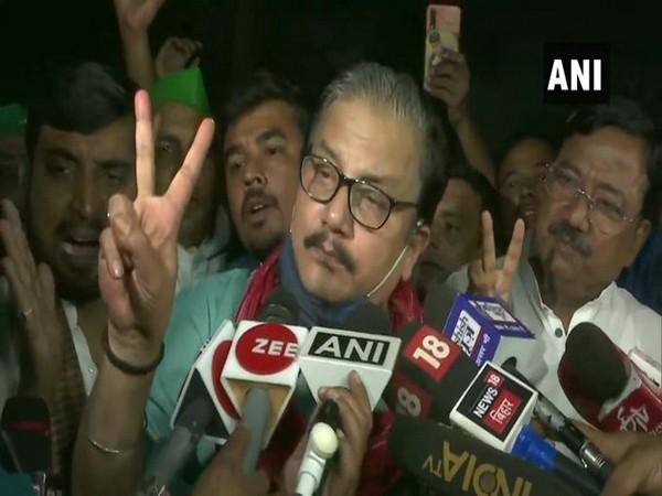 """Rashtriya Janata Dal (RJD) leader Manoj Jha saying 'Pukka. 200 per cent"""". (Photo/ANI)"""