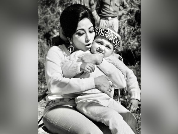 Mala Sinha with  baby Bobby Deol (Image Source: Twitter)