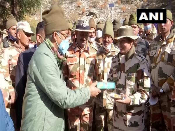 Uttarakhand CM Trivendra Singh Rawat celebrated Deepavali with Jawans of ITBP, Indian Army in Uttarkashi district. [Photo/ANI]